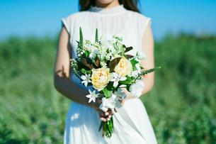 ウェディング ブーケ 花嫁の写真素材 [FYI03403557]