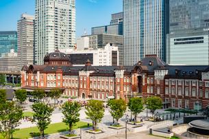 東京駅丸の内と駅前広場の写真素材 [FYI03403638]