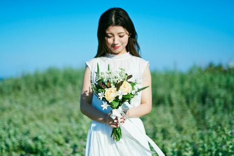 ウェディング 花嫁 ブーケの写真素材 [FYI03403695]