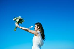 ウェディング 花嫁 ブーケの写真素材 [FYI03403723]