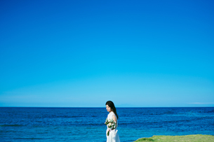 ウェディング 海 花嫁の写真素材 [FYI03403725]