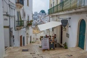 モンテ・サンタンジェロの小さなレストランの写真素材 [FYI03403868]