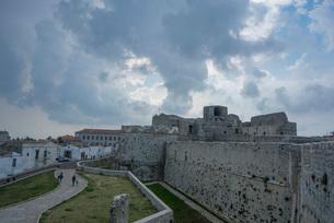 モンテ・サンタンジェロの城跡の写真素材 [FYI03403870]