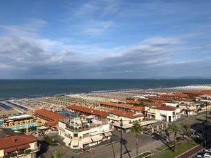 ヴィアレッジョの海岸線の写真素材 [FYI03403911]