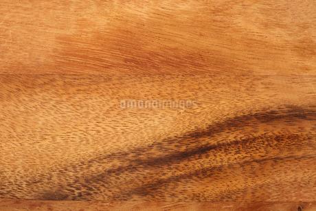 木製のカッティングボードの写真素材 [FYI03403977]