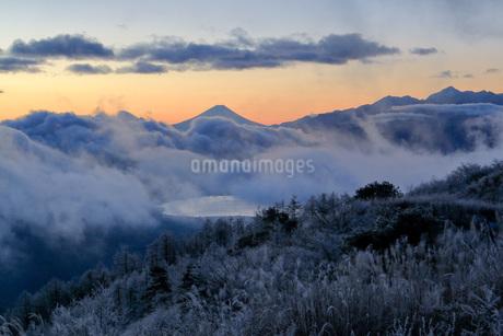 高ボッチ高原から望む富士山の写真素材 [FYI03404079]