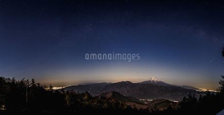 七面山 敬慎院から望む富士山 日本 山梨県 南巨摩郡の写真素材 [FYI03404089]