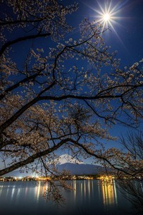 河口湖 日本 山梨県 富士河口湖町の写真素材 [FYI03404100]