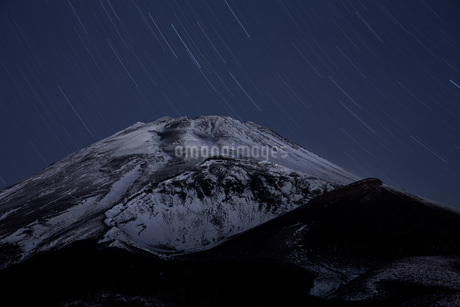 富士山と星 水ヶ塚駐車場 日本 静岡県 裾野市の写真素材 [FYI03404116]