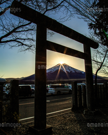 ダイヤモンド富士 山中湖 日本 山梨県 山中湖村の写真素材 [FYI03404124]