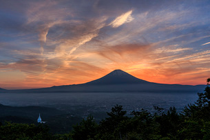 夕焼けと富士山 日本 静岡県 御殿場市の写真素材 [FYI03404136]