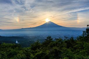 ダイヤモンド富士 日本 静岡県 御殿場市の写真素材 [FYI03404137]
