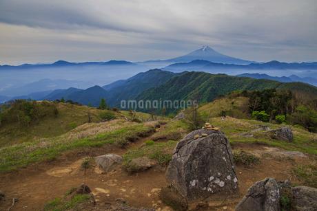 白谷ノ丸から望む富士山 日本 山梨県 大月市の写真素材 [FYI03404150]