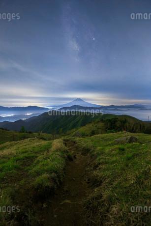 白谷ノ丸から望む富士山 日本 山梨県 大月市の写真素材 [FYI03404151]