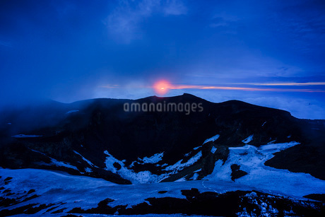 富士山頂から望む日の出 日本 静岡県 小山町の写真素材 [FYI03404163]