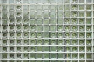 ガラスブロックの壁の写真素材 [FYI03404184]