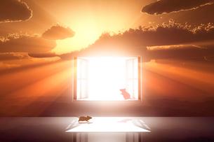 日の出とネズミのシルエットと光が射し込む窓のイラスト素材 [FYI03404383]