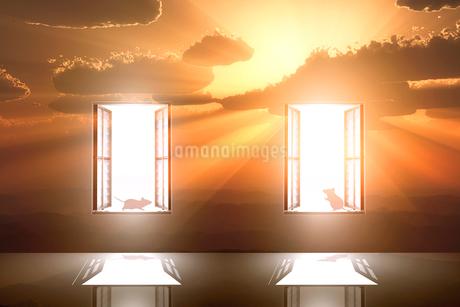 日の出とネズミのシルエットと光が射し込む窓のイラスト素材 [FYI03404387]