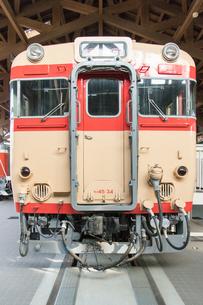 鉄道歴史パークに 展示される キハ65形急行用気動車 「34号」の写真素材 [FYI03404562]
