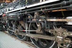 鉄道歴史パークに 展示される 国鉄C57形蒸気機関車 1次型「44号機」 車輪の写真素材 [FYI03404573]