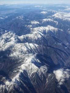 南アルプスこと赤石山脈を飛行機から一望の写真素材 [FYI03404596]