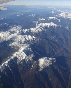 南アルプスこと赤石山脈を飛行機から一望の写真素材 [FYI03404599]