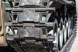 装甲車の履帯の写真素材 [FYI03405376]