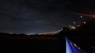 カーブしていく高速道路の写真素材 [FYI03405519]