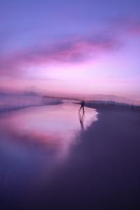 水彩画のような海と空の素材写真の写真素材 [FYI03405652]
