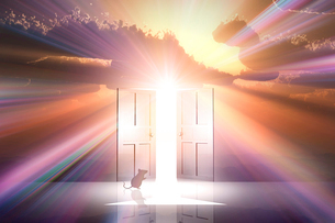 日の出とネズミのシルエットと光が射し込むドアのイラスト素材 [FYI03405690]