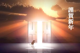日の出とネズミのシルエットと光が射し込むドアのイラスト素材 [FYI03405691]