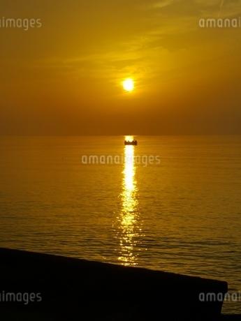 夕日の写真素材 [FYI03405938]