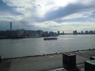 東京港を動くシーバスの写真素材 [FYI03405966]