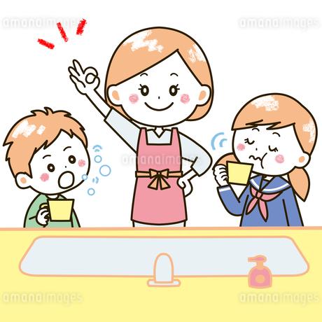 うがいをする親子 イラストのイラスト素材 [FYI03406247]