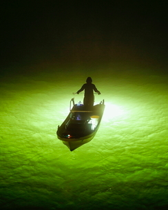 シラスウナギ漁 吉野川大橋 日本 徳島県 徳島市の写真素材 [FYI03406276]