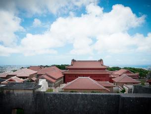 沖縄 首里城 全景(2019年6月撮影)の写真素材 [FYI03406326]
