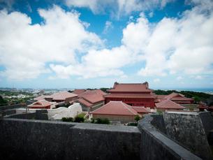 沖縄 首里城 全景(2019年6月撮影)の写真素材 [FYI03406327]