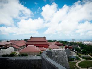 沖縄 首里城 全景(2019年6月撮影)の写真素材 [FYI03406328]