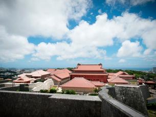 沖縄 首里城 全景(2019年6月撮影)の写真素材 [FYI03406329]