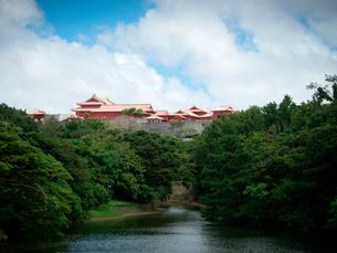 沖縄 首里城 正殿(2019年6月撮影)の写真素材 [FYI03406330]