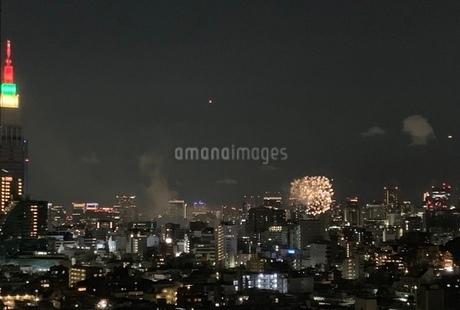 都会の花火の写真素材 [FYI03406521]