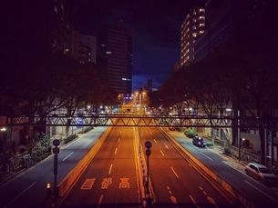 夜の首都高速の写真素材 [FYI03406524]