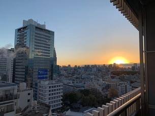 部屋からの日の出の写真素材 [FYI03406525]