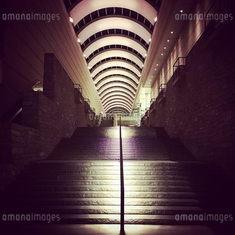 雰囲気のある階段の写真素材 [FYI03406540]