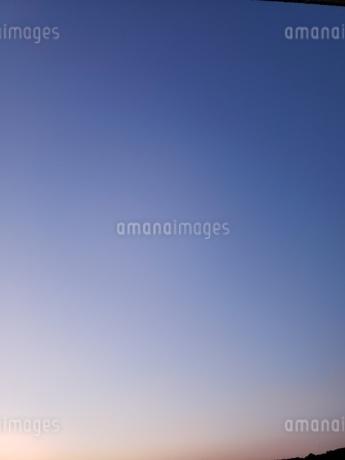 夕焼け色の空の写真素材 [FYI03406586]