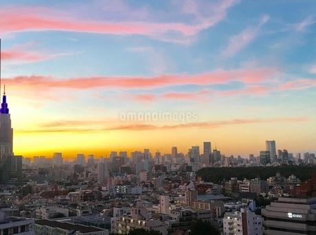 都会の朝焼けの写真素材 [FYI03406595]