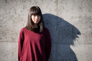 若い女性のポートレートの写真素材 [FYI03406626]