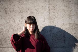 若い女性のポートレートの写真素材 [FYI03406627]