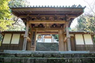 瑞應寺(愛媛県 新居浜市) 山門の写真素材 [FYI03406760]