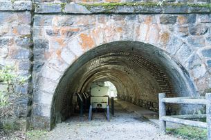 別子銅山跡 東平 小マンプ 集落を繋ぐ 電車用 トンネル跡の写真素材 [FYI03406793]